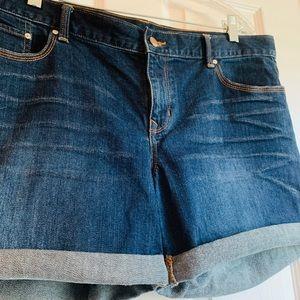 GAP 1969 Sexy Boyfriend Shorts, Size 32